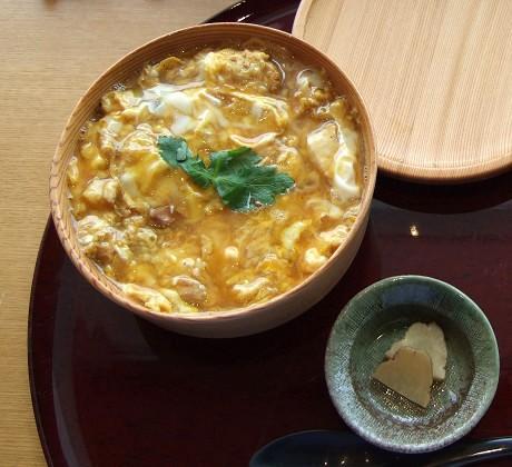 【比内地鶏・石臼蕎麦】 平戸庵 半熟とろとろ お肉の親子丼 おしんこ