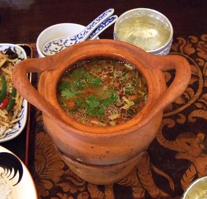 タイ料理 町田マイペンライ 海老入り酸っぱ辛いスープ(トムヤムクン)