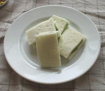 アボカドのサンドイッチ