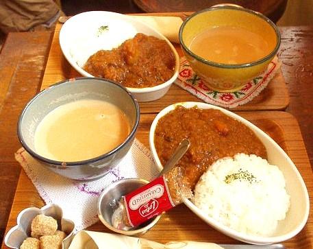 Cafe Lotta(カフェ ロッタ)  ミニカレーとチャイのセット(にんじんミニカレーとじゃがいもミニカレー)
