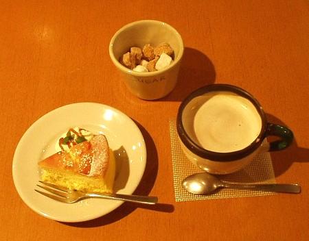 Farmer's Table(ファーマーズテーブル) チーズケーキとロイヤルミルクティーのセット
